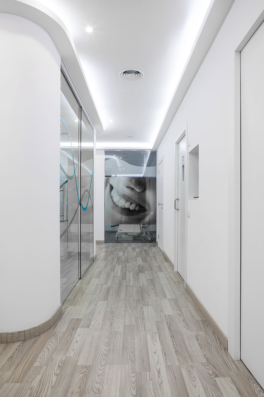 Cl nica dental en barcelona los mejores tratamientos - Disenos clinicas dentales ...